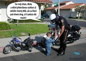 Diwous - Malý motorkář, chopper, dopravák, dopravní policie, hlídka, humor, kuriozita, motorka pro děti, vtip, Vostrej Bill, řízení pod vlivem drog, pokuta, překročená rychlost, děvky