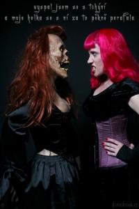 Diwous, moje holka, tchyně, gothic, humor, vtip, zombie realistická figurína, Divnej Brouk, Jezebelle, zombice, Halloween, mrtvola, hřbitov, kostým