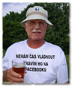Diwous- prezident Václav Klaus závislý na Facebooku, pivo, klobouček, tričko, vtip, humor