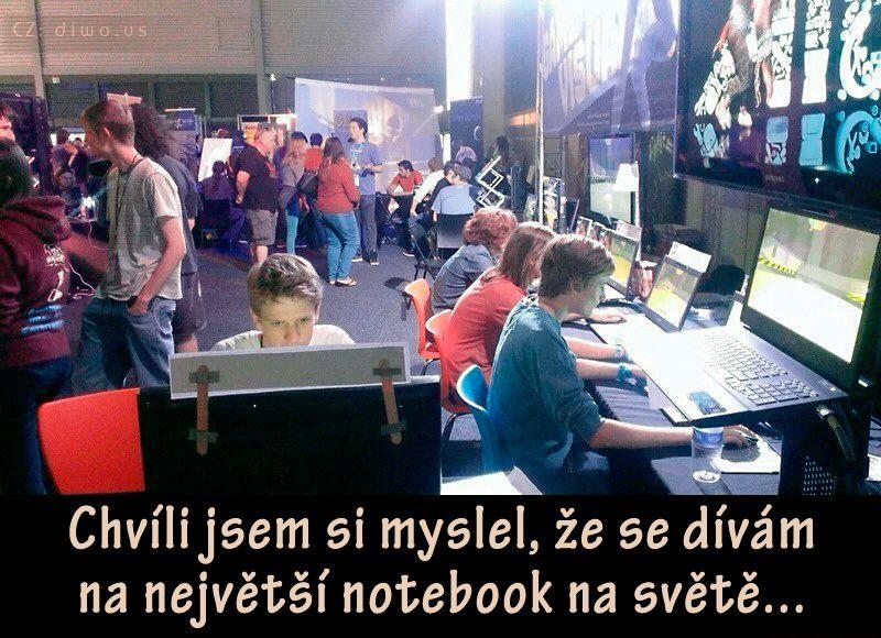 Diwous - největší notebook na světě, optický klam, mindfuck, vtip, humor