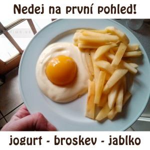 Diwous - Zdravá snídaně - jogurt - broskev - jablko, hranolky, humor, kuriozita, optický klam, vejce, volské oko, vtip
