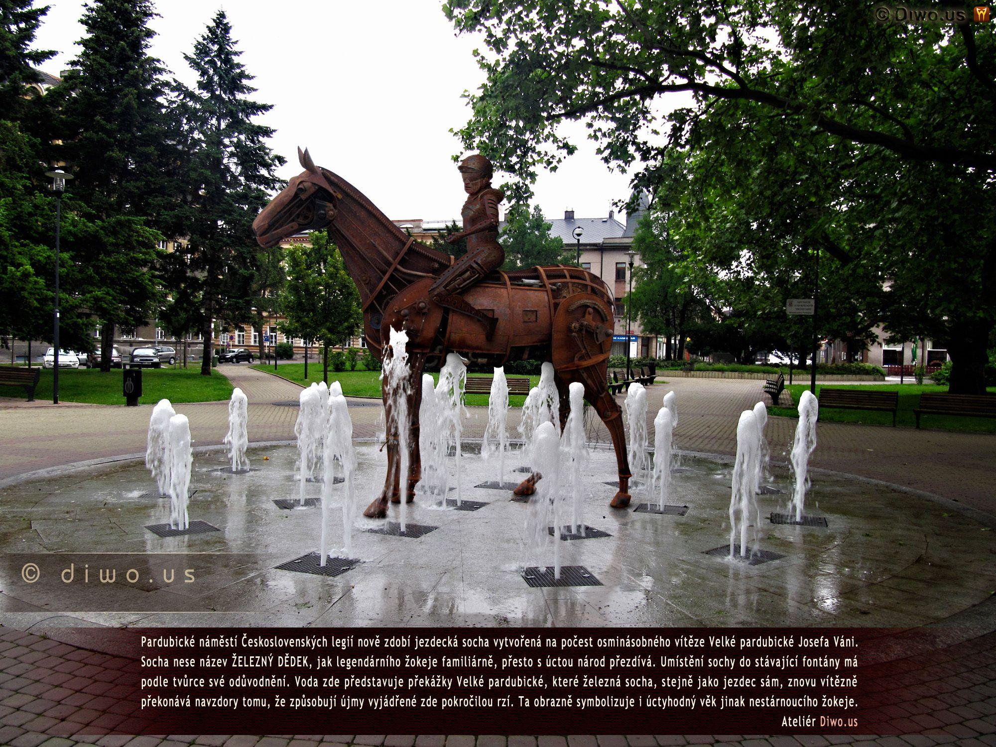 Diwous - Železný dědek, Josef Váňa, Velká pardubická, vítěz, Pardubice, náměstí Československých legií, socha, steampunk, jezdec, kůň, žokej, rez, fontána, vtip, humor