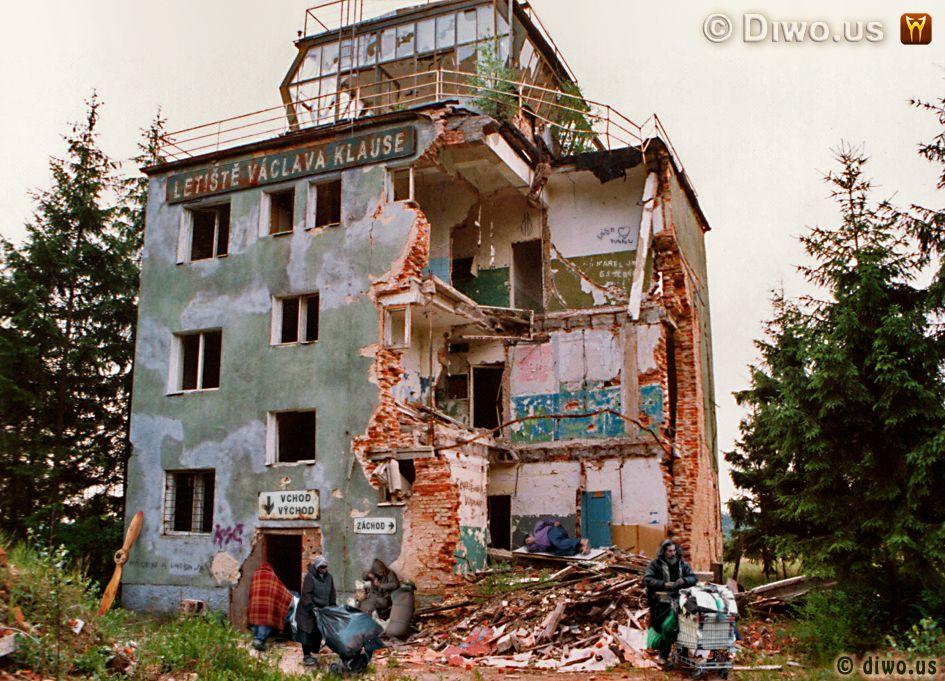 Diwous - Letiště Václava Klause, Diwous, humor, ruina, Václav Klaus, vtip, Hradčany, Mimoň, Ralsko, sovětsé vojenské, ruské, řídící věž