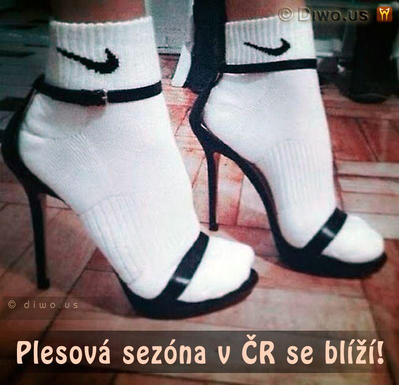 Diwous - Plesová sezóna v ČR se blíží, ponožky, sandály, Češi, humor, Nike, Pepíci, vtip